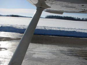 2011_0204_pilotsnpaws_axv_airport_snow_small