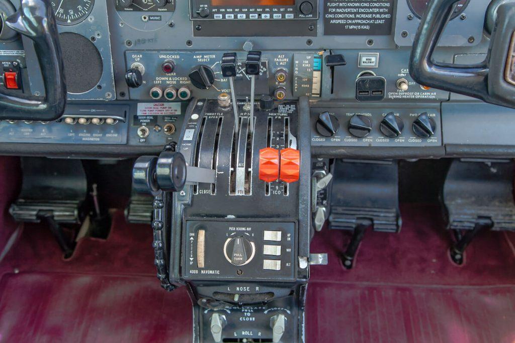 Cessna310ThrottlesMixture
