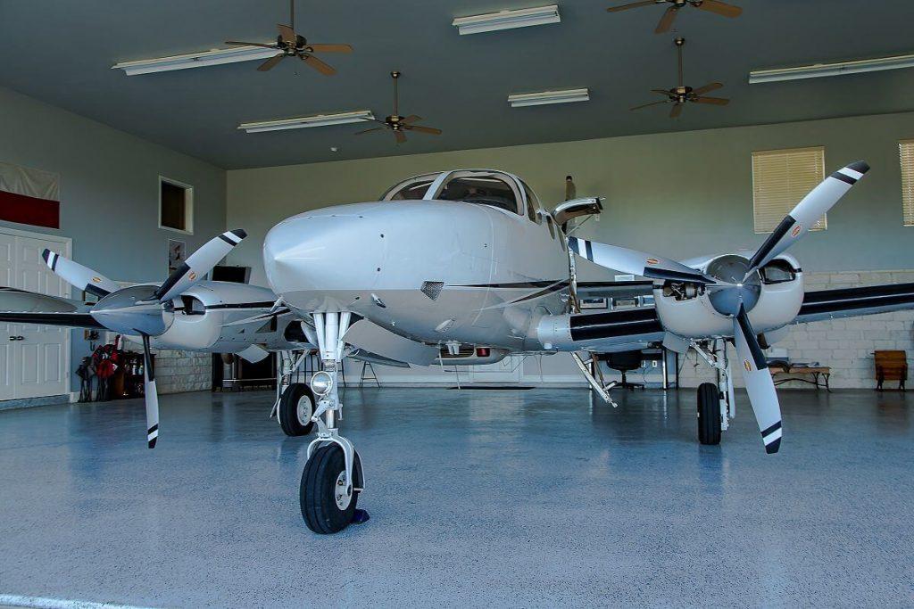 Cessna340_inhangar